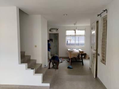 Pembersihan area kerja setelah renovasi