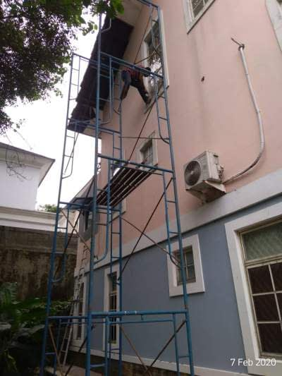 Pekerjaan finishing bagian outdoor rumah