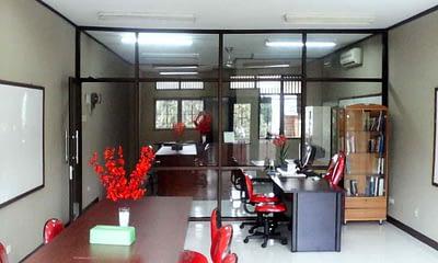 Desain rumah dengan ruang kantor