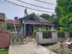 Perbaikan atap rumah di Villa Melati Mas BSD