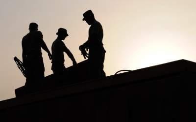 Perbedaan jasa pemborong dan kontraktor bangunan