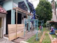 Pembuatan topi beton jendela rumah