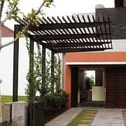 canopy dekoratif dengan atap kayu