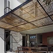 canopy dekoratif dengan atap bambu