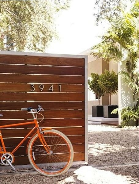 Pagar rumah dari kayu jati